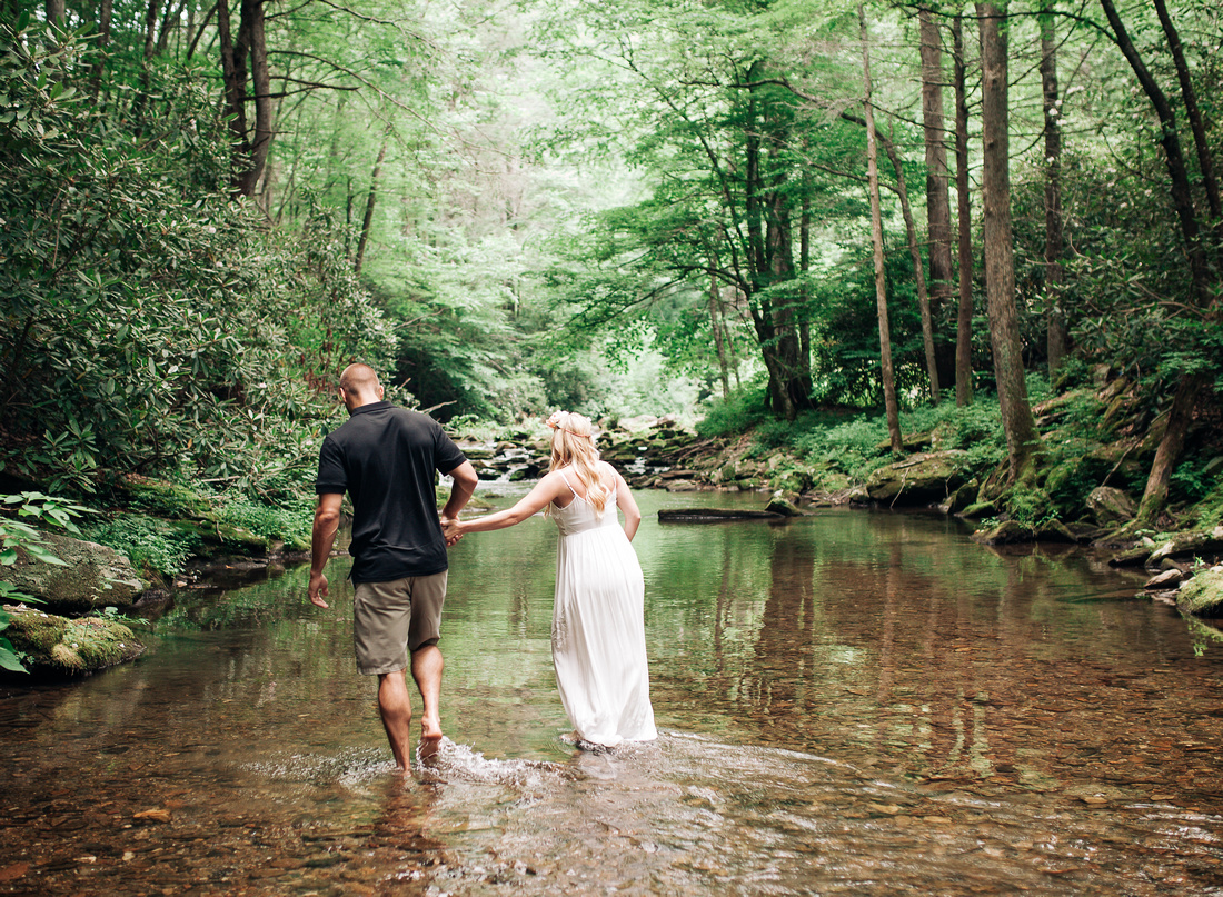 maternity photographer in marion Nc, NC maternity Photographer, Lake James NC Photographer, Blue Ridge Mountains, Maternity session by the creek, ethereal maternity